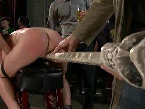 Drska devojka dobija bondaged na njene sise i navukao u dupe