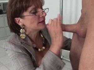 Zreli gospodarica voli kurac pod njenom kontrolom