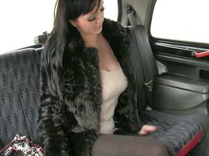 Taksista pokupi stvarno prsata prostitutka