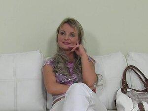 Plava Češki amaterski lutka je hardkor kasting, amaterski mala plavuša Češki je kasting sa lažne agente, onda mu daje pušenje pov i on jebe njena pica na kauču i daje joj picu spermu