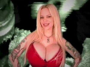 Sabrina Sabrok najveće grudi poznatih Punk Singer