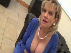 Dama Sonia je engleski Housewifes dekolte